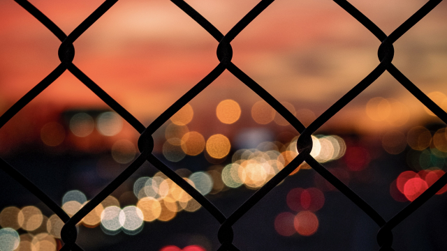 3_fence_lights_lensflare_unsplash