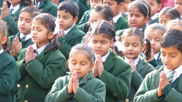 praying_children_himalayas