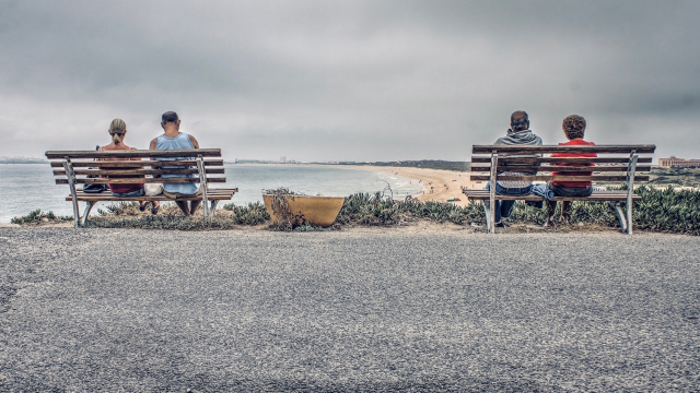beach_benches_people