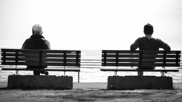 bench_bw_people