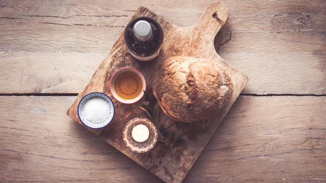 bread_oil_wine_board_unsplash
