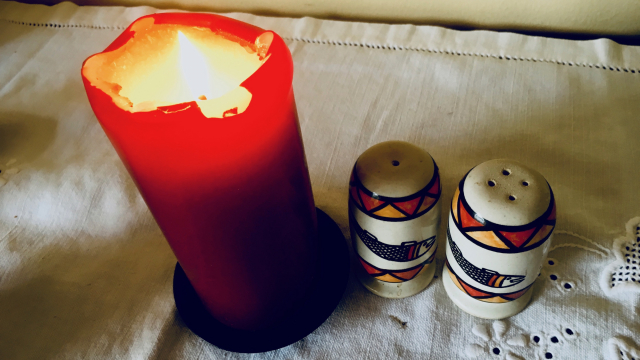 candle_salt_pepper_light