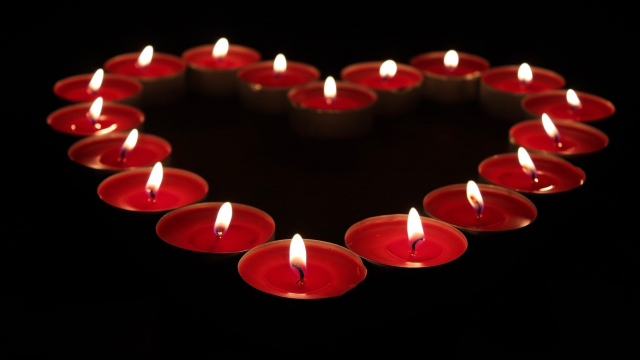 candles_heart_red
