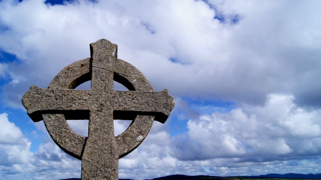 celtic_stone_cross_sky