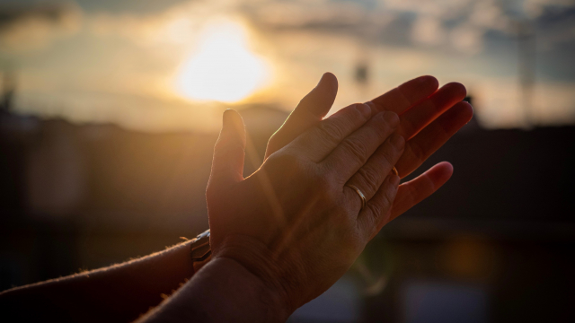 clapping_hands_sunset_unsplash