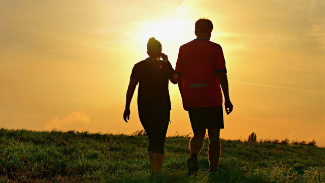 couple_walking_running_sports_fitness