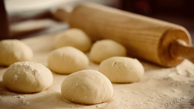 dough_rolling_pin_baking
