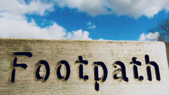 footpath_sign_sky