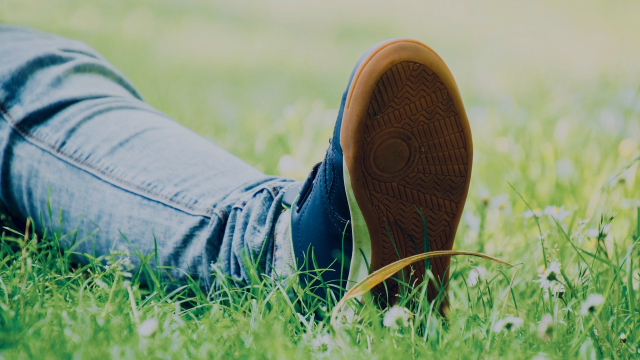 grass_lying_down_foot