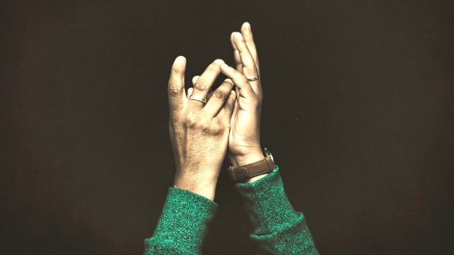 hands_aloft_prayer