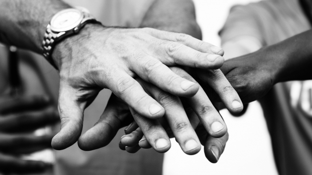 hands_in_team_bw