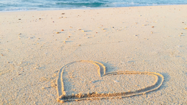 heart_sand_drawing_beach