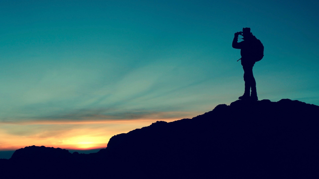hiker_sunset_silhouette