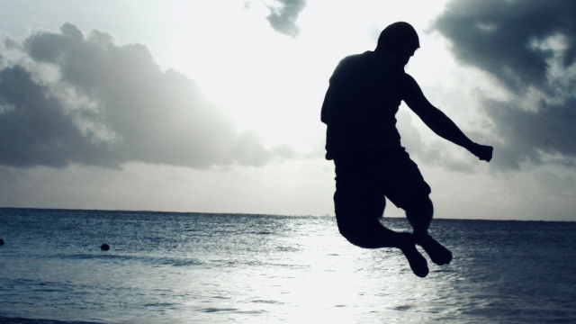 jumping_beach_silhouette