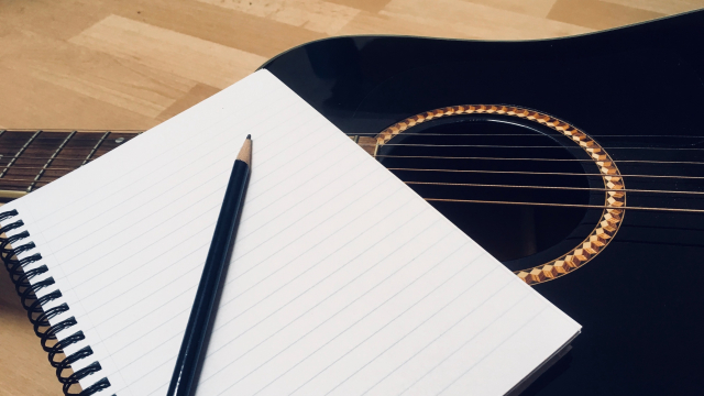 notebook_guitar_pencil
