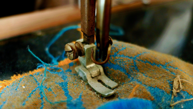 sewing_machine_old_fabric