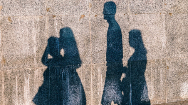 shadows_people_wall