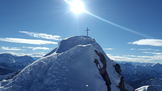 summit_cross_snow