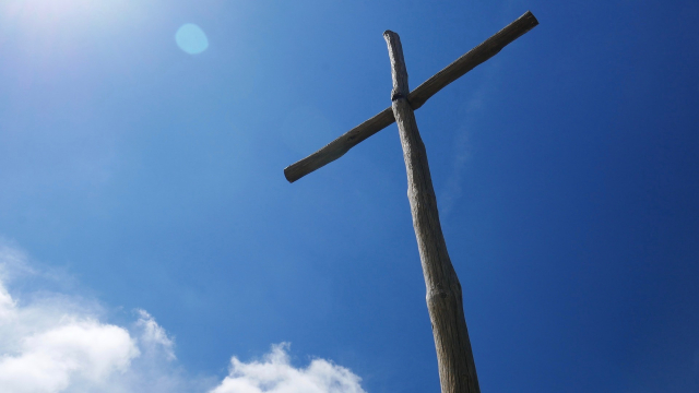 wood_cross_sky_clouds
