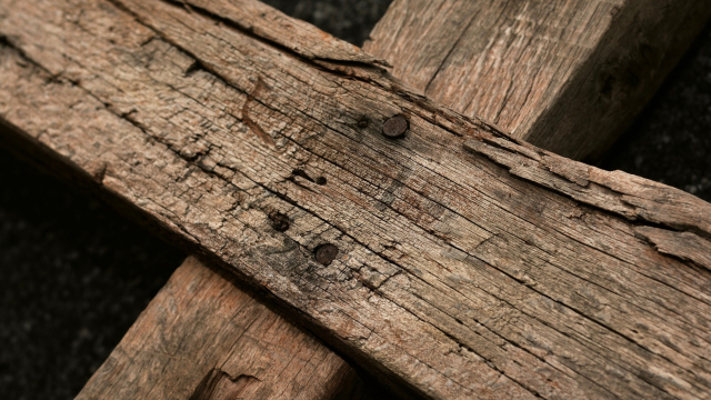 wooden_cross_closeup