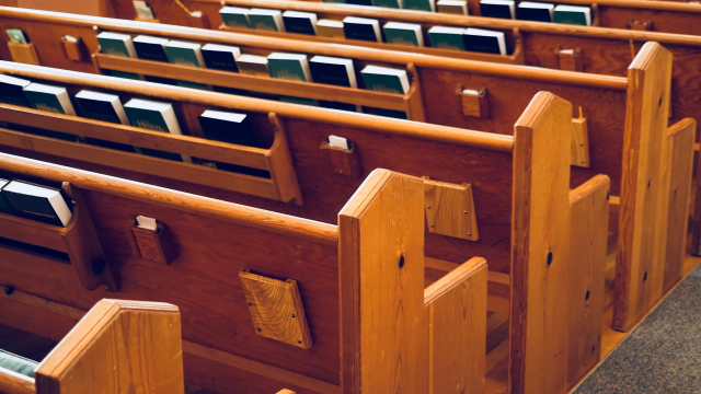 wooden_pews_church