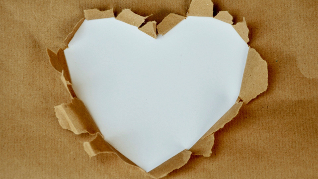 wrapping_paper_heart_shape